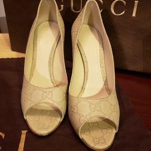 Authentic Gucci Guccissima Leather Peep Toe pumps
